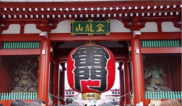 Asakusa,Tokyo Japan - January 1, 2015:Here is the Kaminarimon Gate of Senso-ji Temple in Asakusa, Japan.